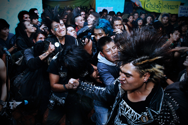 Punks in the slam pit. (photo by Nora Godoy)